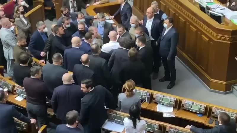 Потасовка под куполом парламента