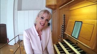 Iris Rieg spielt ihre Eigenkomposition nach Veni creator spiritus in der Annakirche Aachen