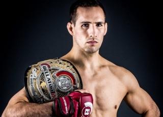 Бывший боец UFC утратил стремление причинять боль после «общения с богом» Канадский боец MMA Рори Макдональд заявил, что стал иначе воспринимать свой спорт. Его слова приводит Bloody Elbow. «Во