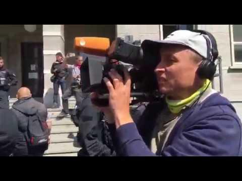16 05 2020 Halle Saale Ein ZDF Lügenpresse TV Team provoziert Demoteilnehmer