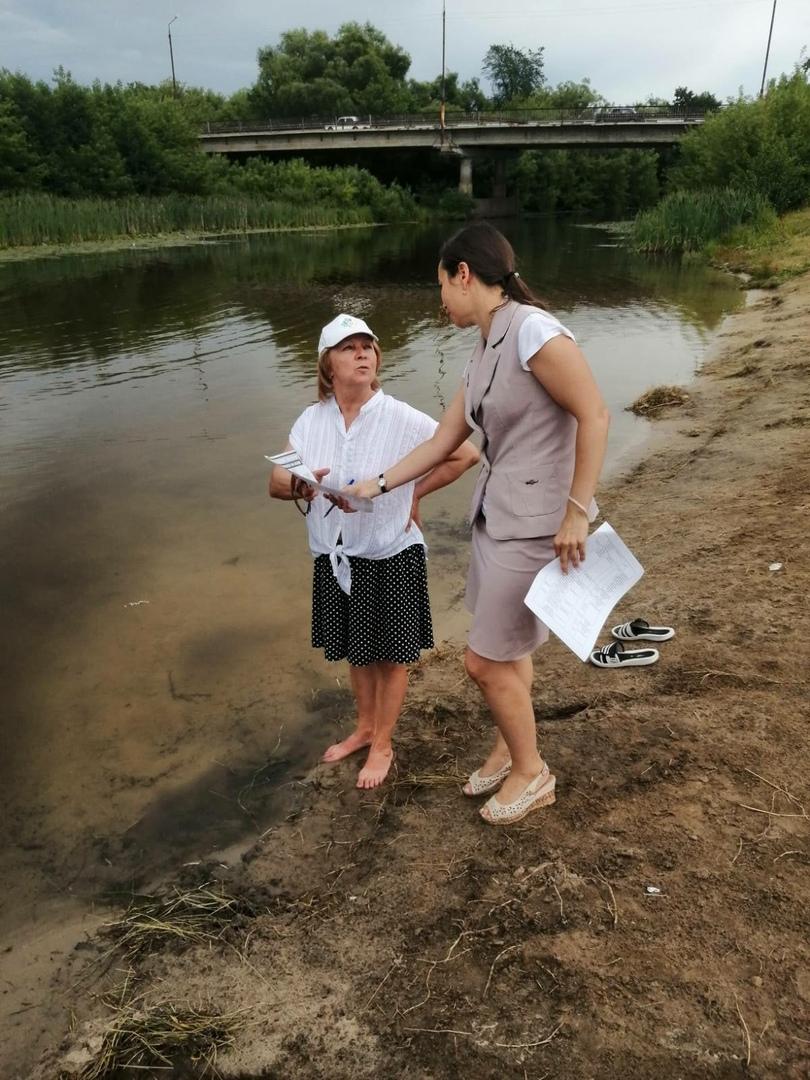 Сотрудники администрации Петровского района напомнили юным петровчанам правила поведения на воде