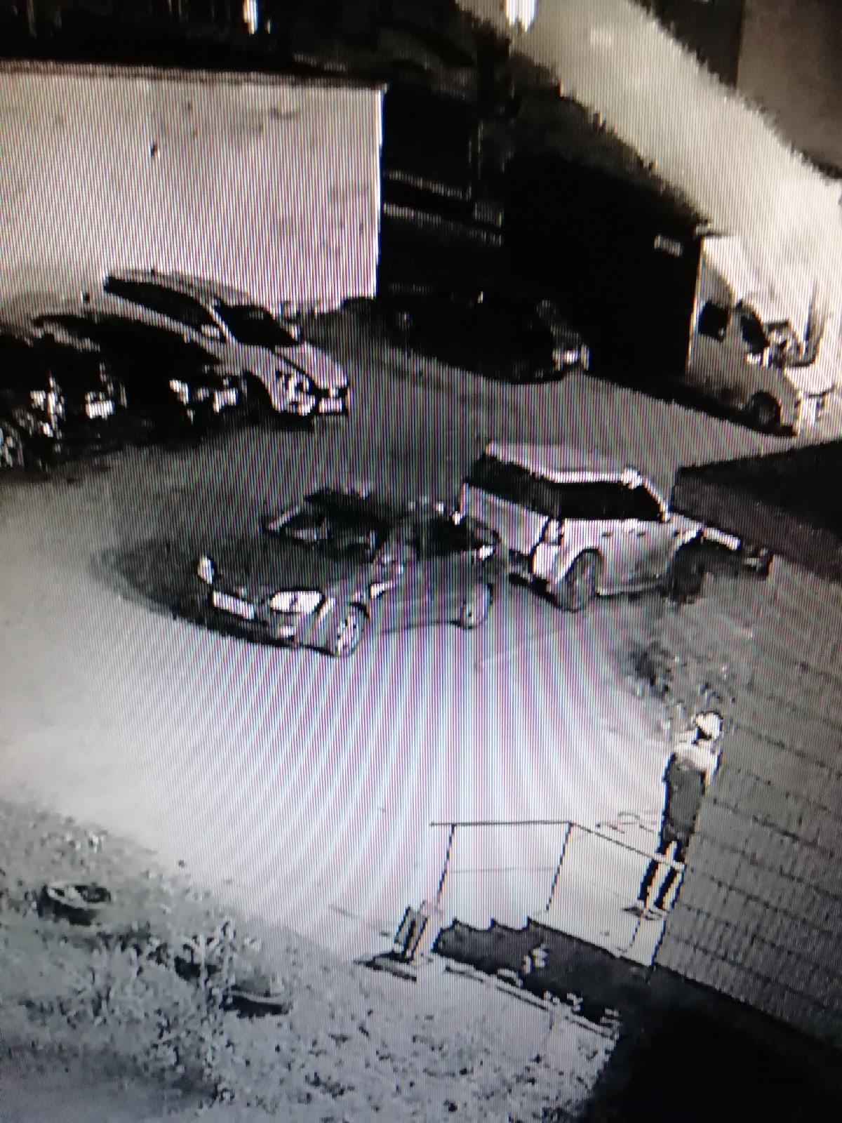 Набросились с трубой на ярославца в собственной машине в Дядьково