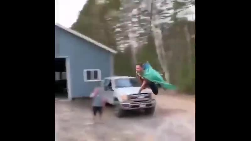 Отобрал метлу у жены