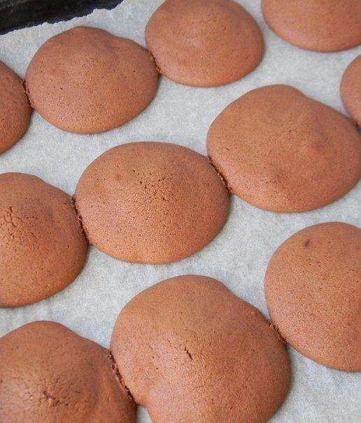 ВОЗДУШНЫЕ И ОЧЕНЬ ВКУСНЫЕ ПИРОЖНОЕ ВУПИ Ингредиенты:Тесто: Яйцо куриное - 1 шт. Масло сливочное - 80 г Сахарная пудра - 100 г Какао-порошок - 3 ст.л. Молоко - 100 мл Мука пшеничная - 130 г
