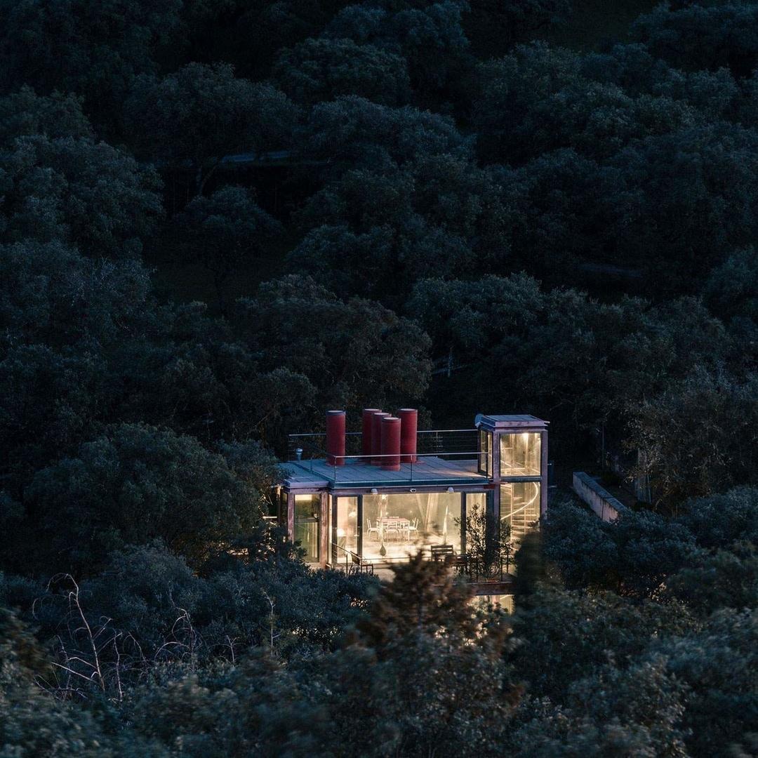 Стеклянный дом для медитации в Испании