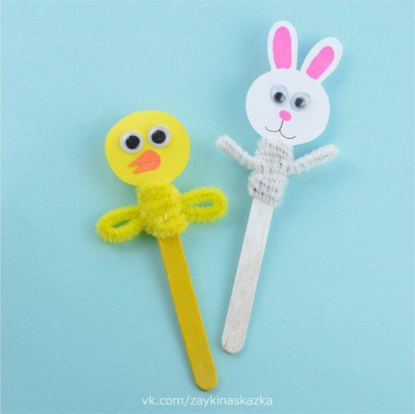 ИГРУШКИ НА ПАЛОЧКАХ Поделки из картона, синельной (пушистой) проволоки и палочек от мороженого. Такие игрушки можно использовать для игры в домашний