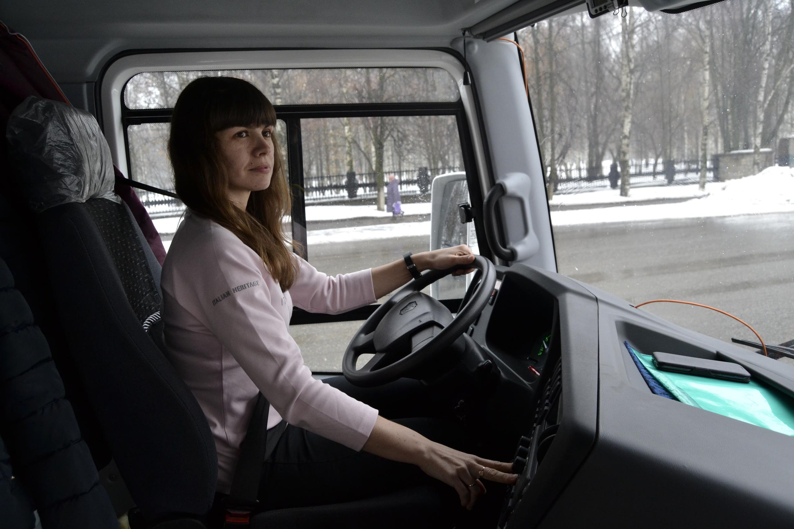 Работа девушке водителем работа без опыта работы для девушки 19 лет