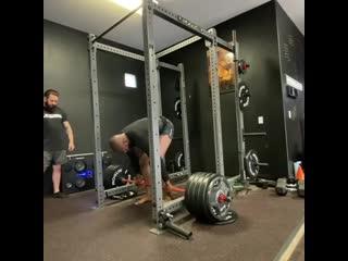 Джон Джонс показал, как делает становую тягу с весом 229 килограммов
