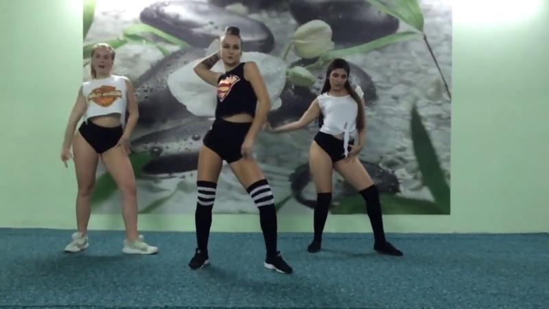 Girl Twerking Booty Shaking Hot Model Big Butt Dancer № 45