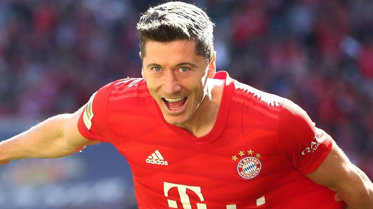 Роберт Левандовски празднует. ФК Бавария 2020