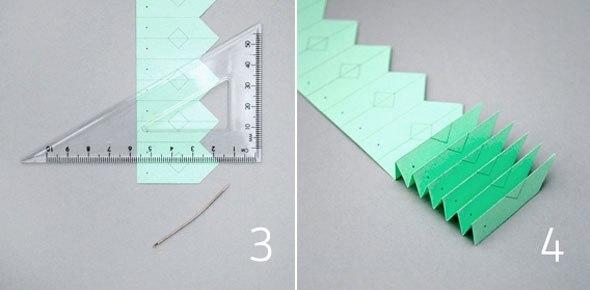 Поделки. Снежинки-гармошки. Есть два способа сложить такие снежинки.Первый - когда полоска-заготовка сворачивается в круг, а основание ее перевязывается ниточкой. Посмотрите такие шаблоны в