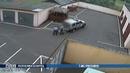 Выходя из автомобиля, мужчина набросился на милиционеров