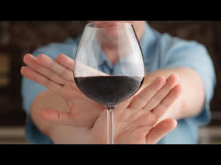 Почти половина россиян перестали покупать алкоголь во время пандемии | пародия Авиамарш