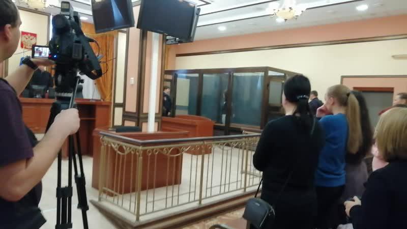 Марию Пленкину выводят из зала заседания в наручниках