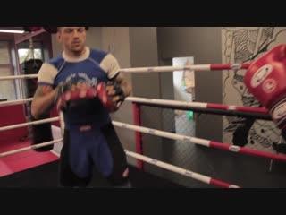 2 Боковые удары    Урок 2, техника бокса, работа на лапах