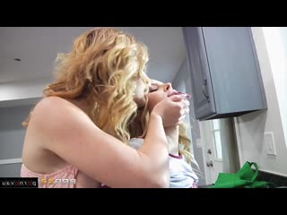 Aubrey Sinclair & Krissy Lynn [ Lesbians / On the kitchen, Cunnilingus, ]