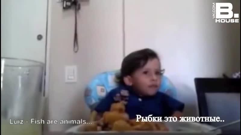 Маленький мальчик объясняет матери, почему он не хочет есть осьминога