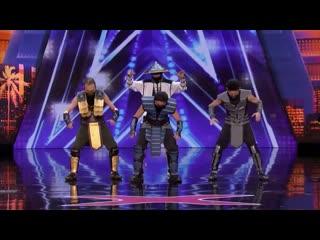Танец в костюмах героев Mortal Kombat на шоу талантов