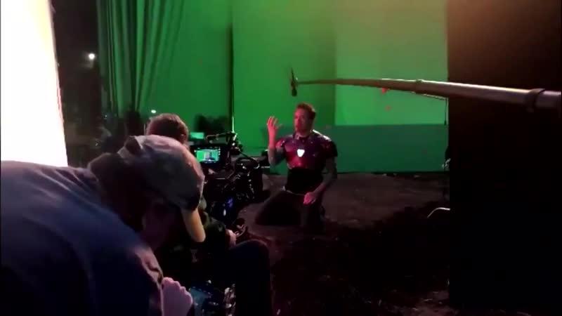 Роберт Дауни младший на съёмках щелчка