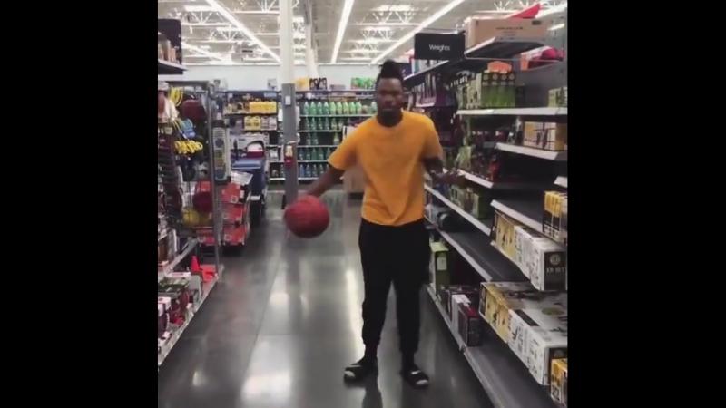 Когда пришёл в гипермаркет и увидел там мяч с кольцом
