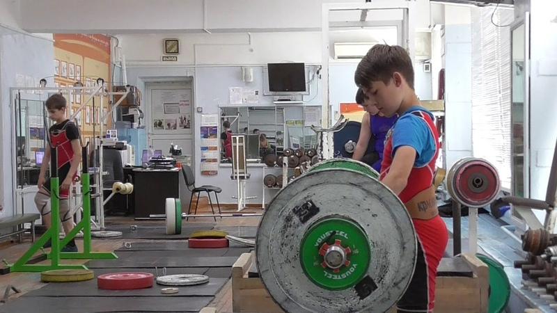 Шумихин Артур, вк 35 кг, 13 лет Толчок с плинтов 52 кг Есть личный 4 й рекорд!