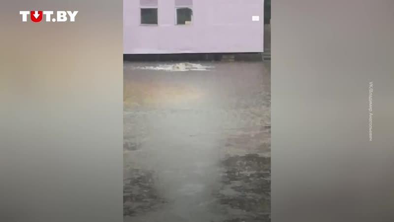 Сильный ливень — в Пинске по улицам плавали на лодке