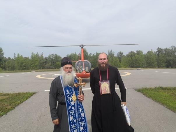 По просьбе чиновников вокруг алтайских лесов совершили воздушный крестный ход с иконами Митрополит Барнаульский и Алтайский Сергий совершил воздушный крестный ход на вертолете и окропил святой