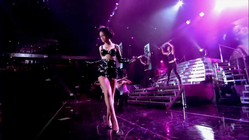 Rihanna Live in Manchester Umbrella HD