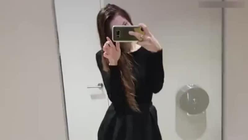 Перископ няшки из туалета в универе. Милая киска показала грудь и мастурбировала