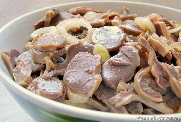 7 рецептов приготовления вкуснейших куриных желудков Очень дешево и очень вкусно!!!РЕЦЕПТ ПЕРВЫЙ: КУРИНЫЕ ЖЕЛУДКИ ПО-БЫСТРОМУПонадобится: 500г куриных желудков, 2 луковицы, 3 ст.л. растительного