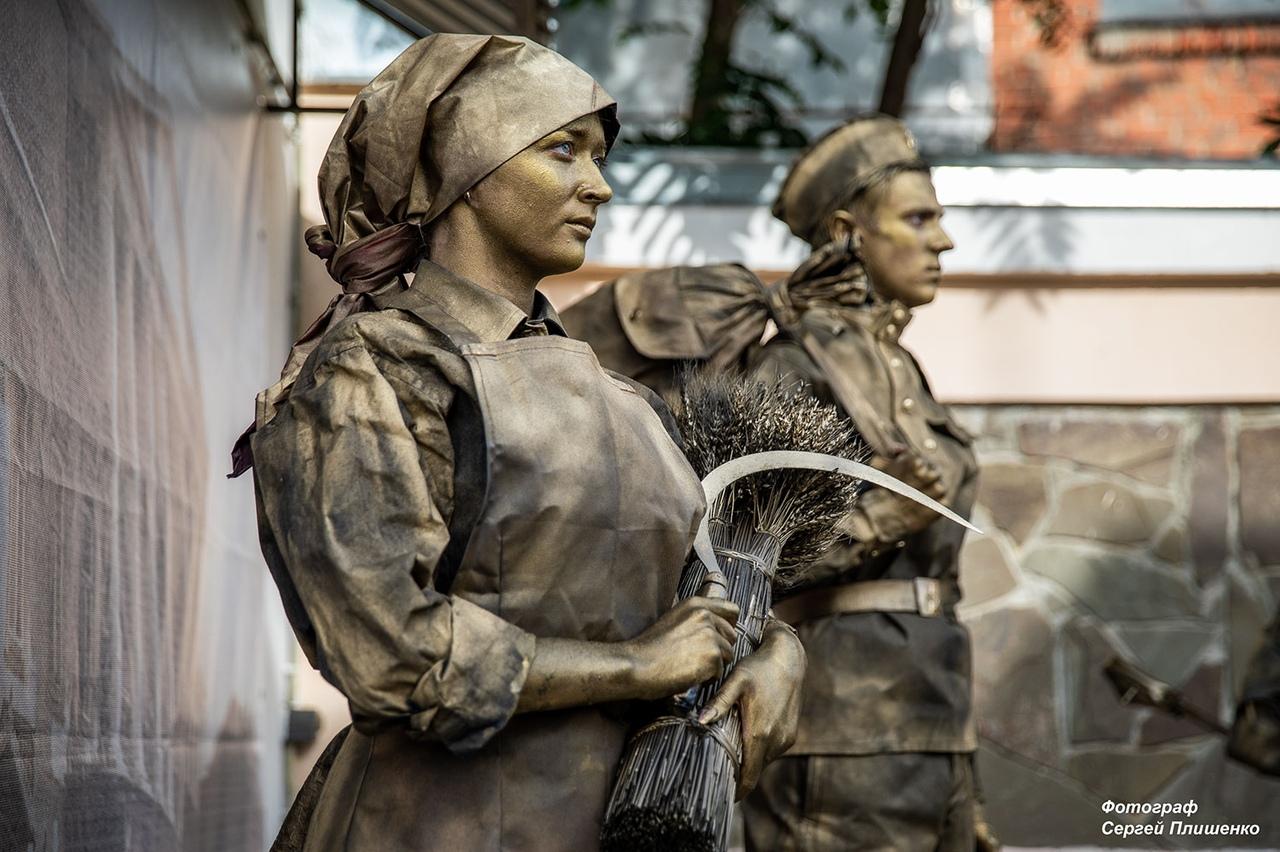 В Таганрогском художественном музее открылась новая выставка «Искусство ХХ века. Итоги столетия»