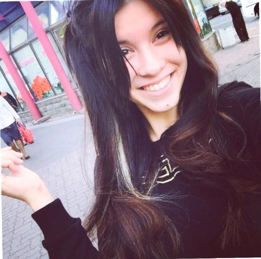 В Москве выброшенная обнаженной вебкам моделью из окна многоэтажки автомобильная покрышка угодила в голову пятнадцатилетней девочки В наши руки попало видео, на котором обнаженная вебкам модель,