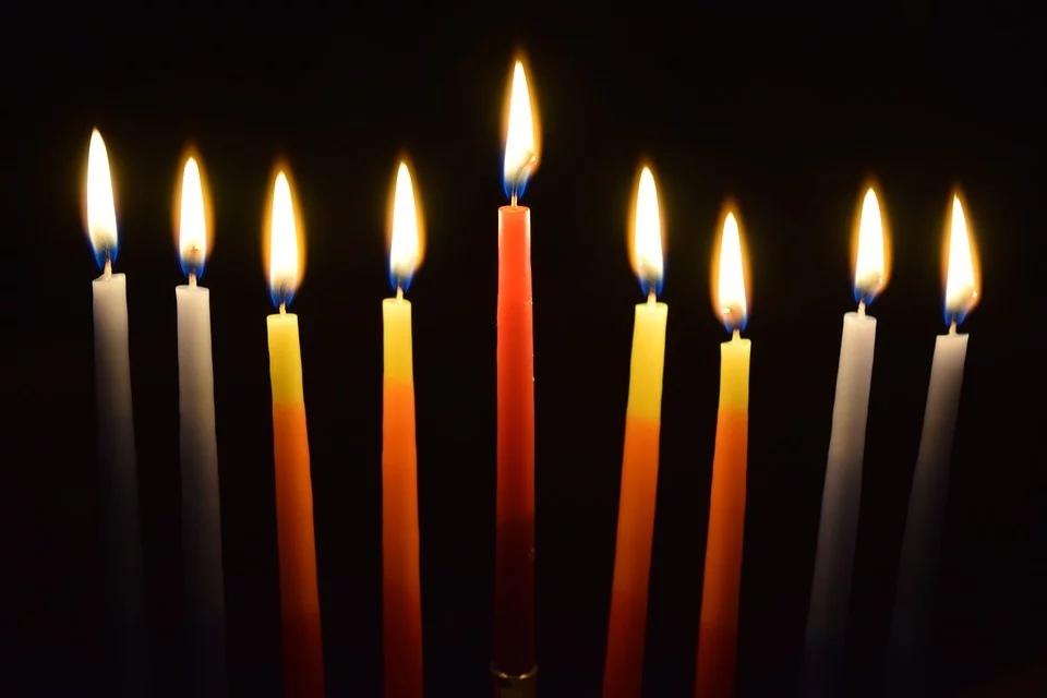 Чтобы огонь свечи не привел к пожару