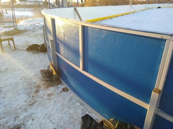 В с.Балезино продолжается строительство хоккейной площадки с