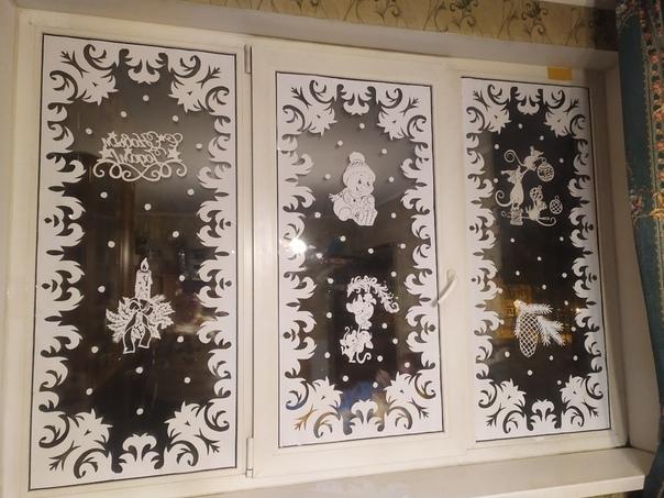 Моя первая работа и мое первое новогоднее окошечкo Р.S когдa идёшь по вечернему зимнeму городу и на первых этажах видишь подобную красоту....душа радуется словно гуляешь по картинной