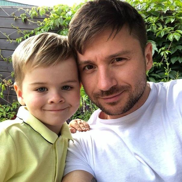 В СМИ попала информация, что Сергей Лазарев 2 раз стал отцом.