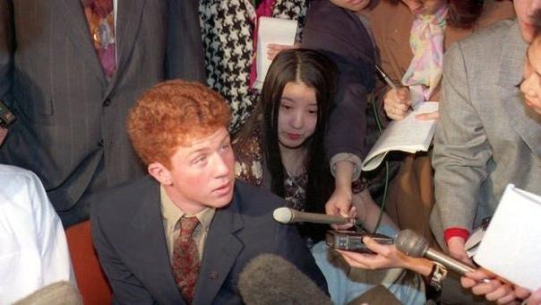 Выстрел, услышанный во всём мире. Японец Ёсихиро Хаттори был обычным студентом по обмену, живущим в США в рамках одной из американских программ.Накануне Дня всех святых 1992 года, Хаттори и