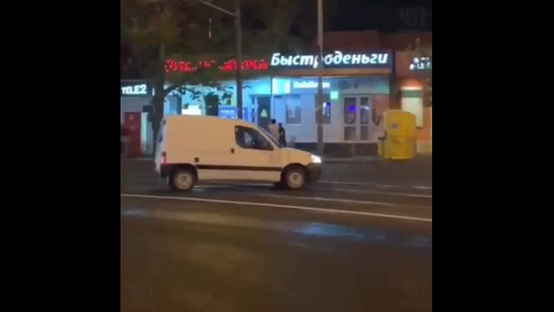 В центре Краснодара неизвестные открыли стрельбу из автоматов. По не официальным данным таким образом местные авторитеты делят с