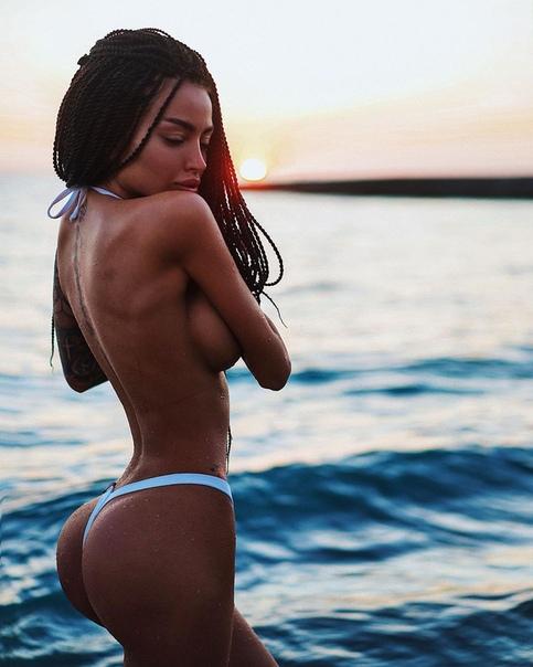 Модель, Алена Омович, в новой фотосессии.