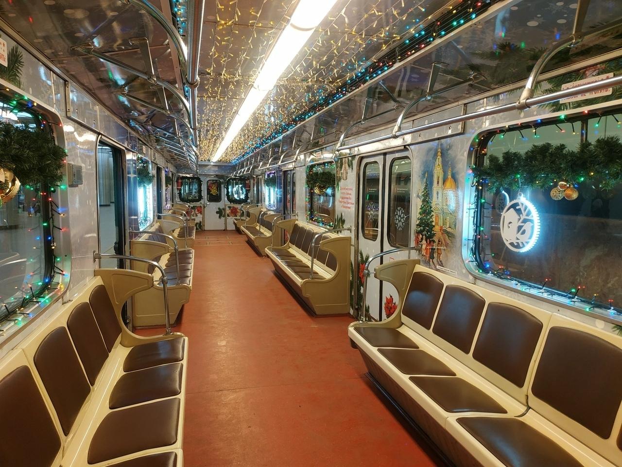 ломбардами, один новогодний вагон в метро фото фото подруга