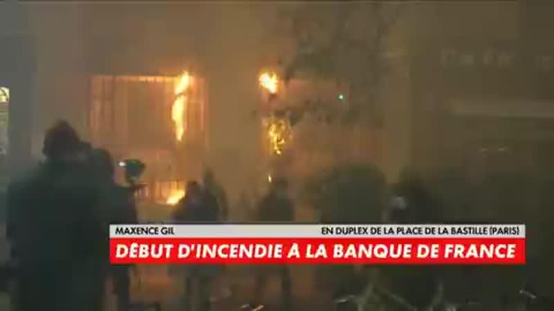 Manifestation contre la loi sécurité globale les casseurs mettent le feu à la Banque de France