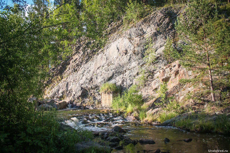 Плотина пруда на реке Лая