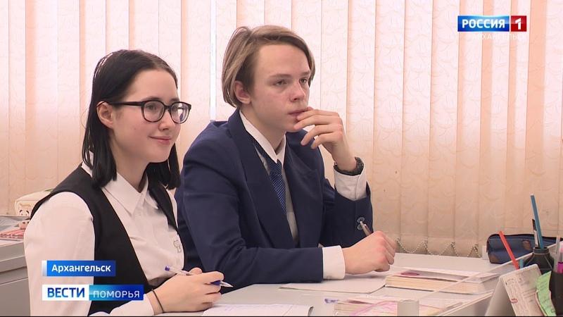 В Архангельске поздравляют учителя 6 й гимназии Надежду Мартынову