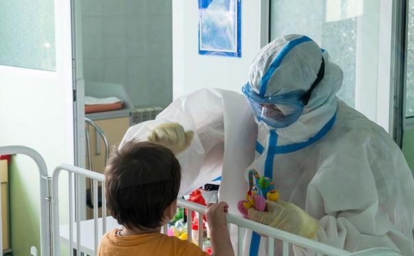 Очередь из скорых сняли у главной инфекционной детской бо...