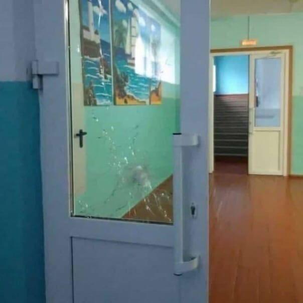 Ученик открыл стрельбу из Сайги в школе поселка Са...