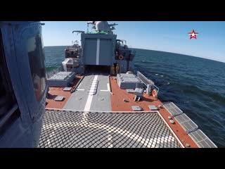 Кадры испытаний новейшего корвета летчиками Балтийского флота