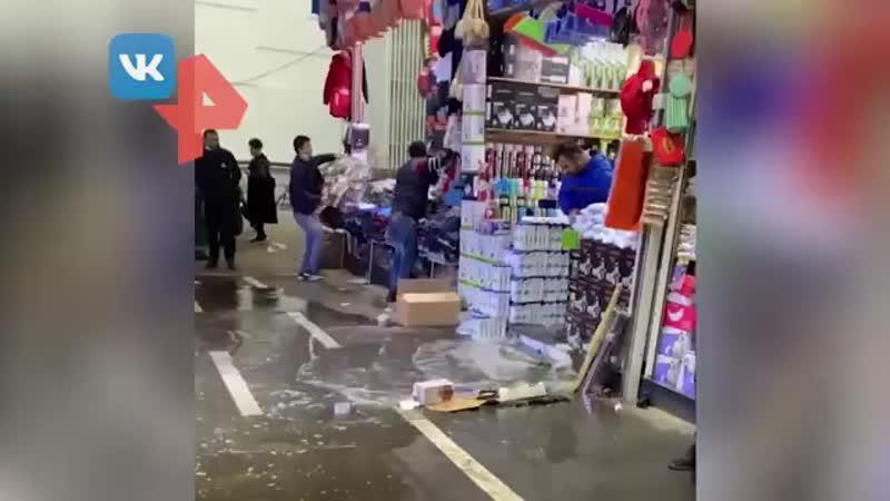 Рынок Садовод в Капотне залило водой
