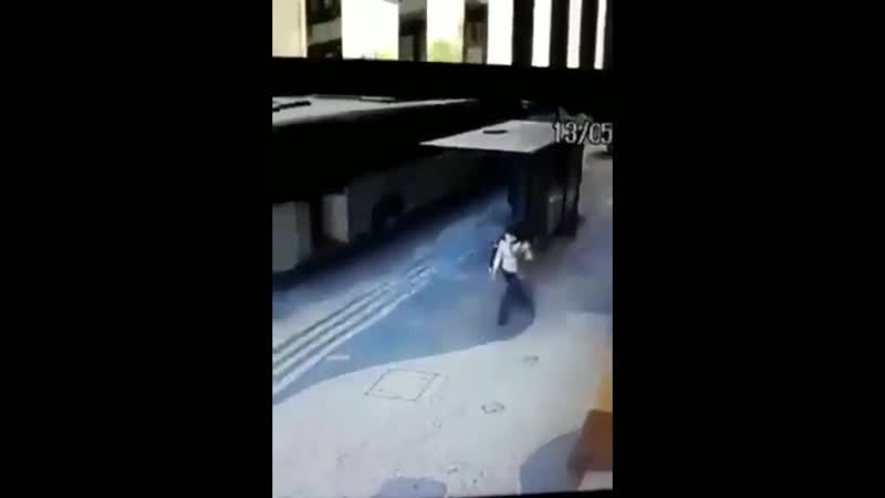 Mulher é atingida por pneu em Copacabana