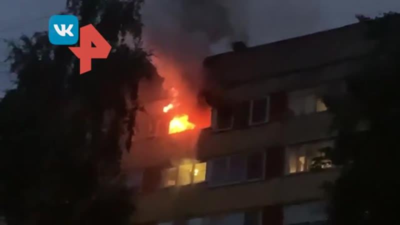 Огонь охватил одну из квартир в 9 этажке Петербурга