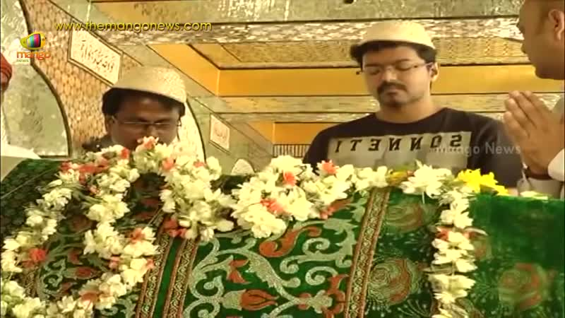 Hero Vijay Murugadoss offers prayers at Ameer Peer dargah in Kadapa